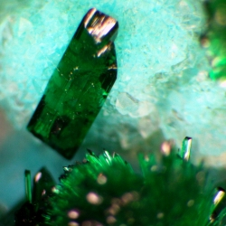56 Chrysocolla & brochantite_1